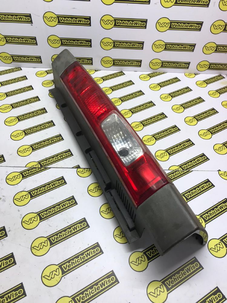 2006 RENAULT TRAFIC MK2 REAR/TAIL LIGHT (DRIVER SIDE) 265A60118R [BP]
